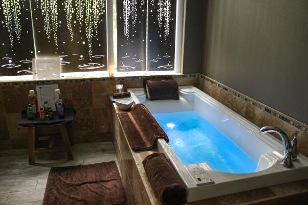 jacuzzi tub at complexions spa