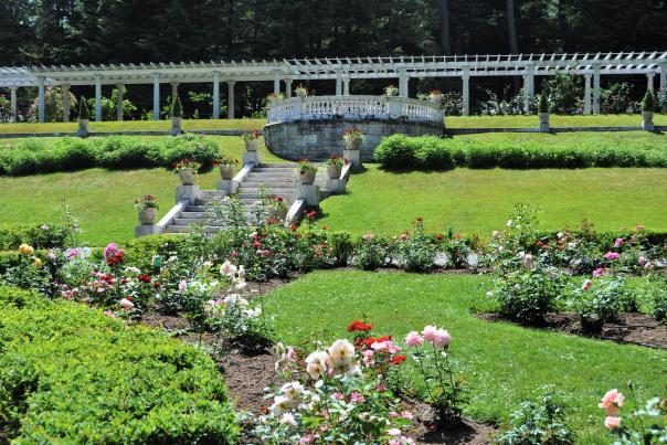 An overall view of the Yaddo Gardens as you enter through the gate.