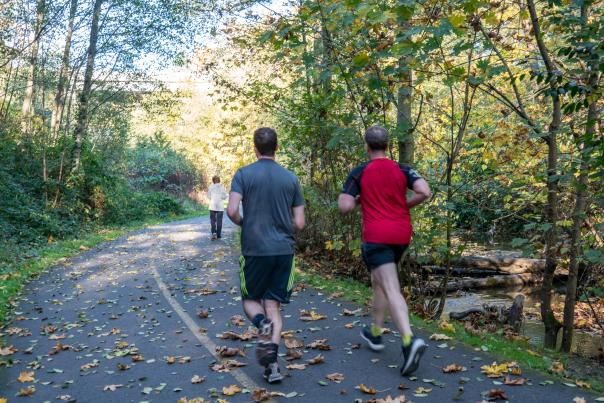 Runners on Des Moines Creek Trail