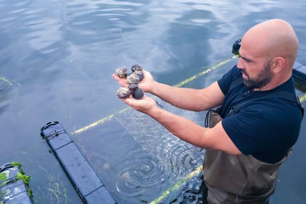 perry-raso-oyster-farm-tour-south-kingstown-faye-brown-2-e1568664896998