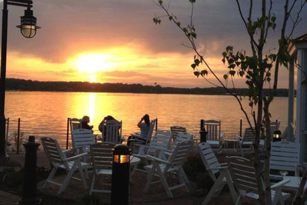 Lighthouse Restaurant - Outdoor Dining in Cedar Lake