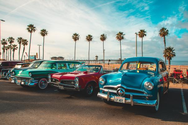 Road Trip to Huntington Beach | Classic cars with the Huntington Beach in the background