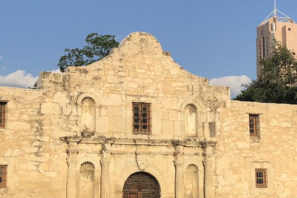 SanAntonio_Alamo_2_1425x415