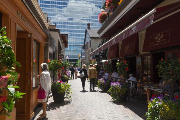 The laneways and shops of Yorkville Village in summer