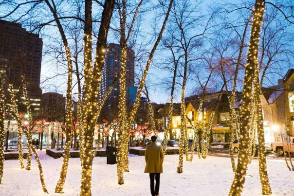 holiday-shopping-yorkville-lights-1536x1024