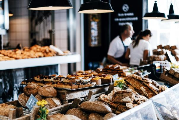 toronto-restaurants-delivery-roman-kraft-unsplash-scaled