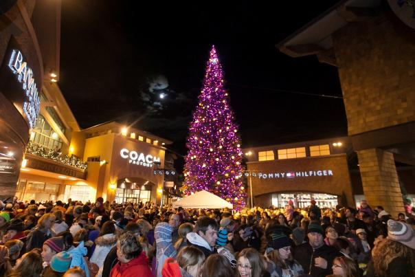 Outlets Christmas Tree Lighting 2013