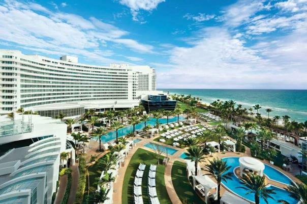 When you stay at the Fontainebleau hotel, the azure waters of the Atlantic Ocean and the white sand of Miami Beach are your playground.