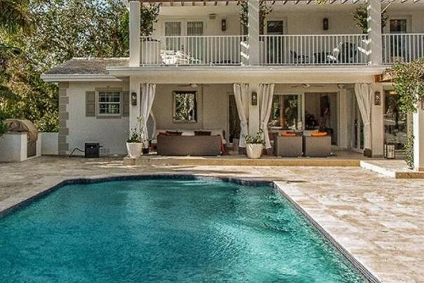 Villa Sunrise Coral Gables promises to please with its decadent pool.