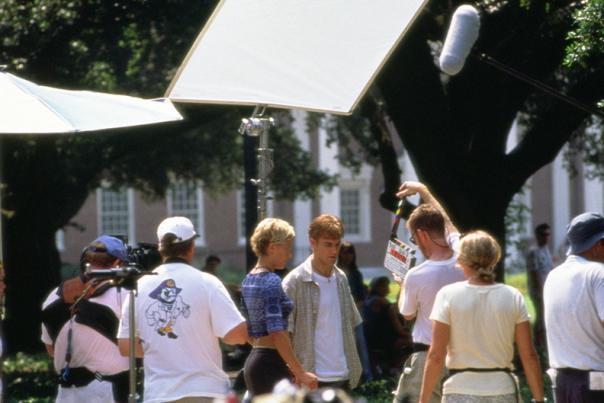 Michelle Williams and James Van Der Beek on set of Dawson's Creek