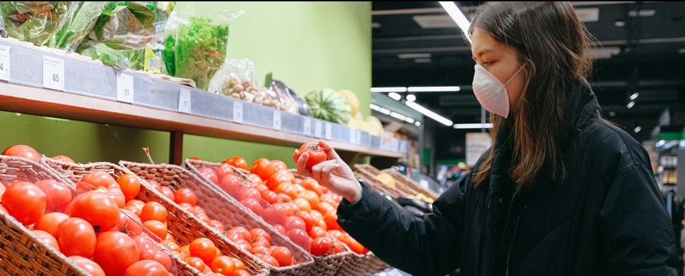 woman-in-face-mask-shopping-in-supermarket