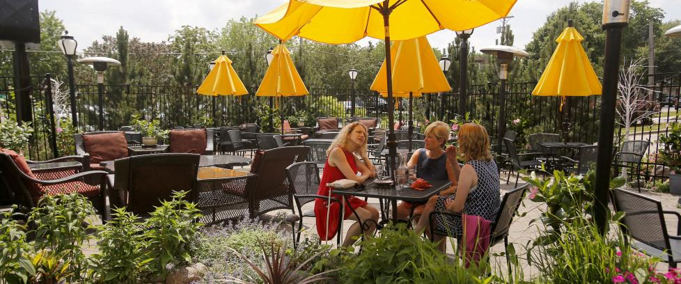 Restaurants With Outdoor Seating in Rochester MN | Outdoor