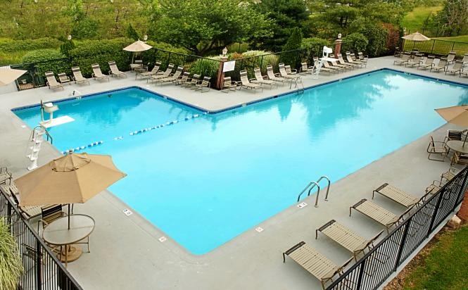 Doubletree by Hilton Annapolis pool.