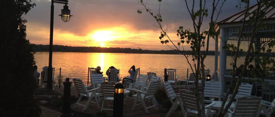 Lighthouse Restaurant - Outdoor Dining in Cedar Lake