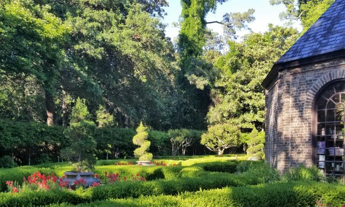 elizabethan gardens- credit nancy hann
