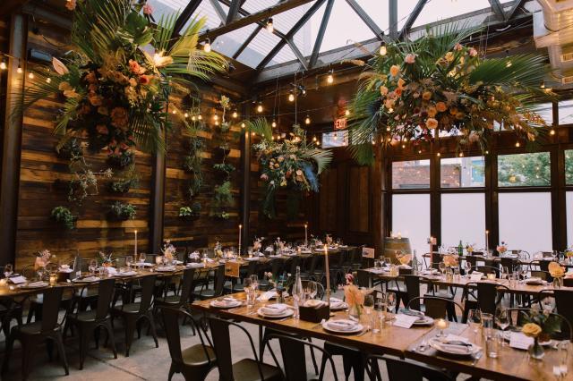 Brooklyn-Winery-JustinLeeWeddings_2019_Atrium_Tables_Florals0