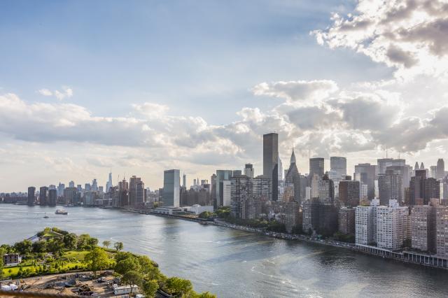 Roosvelt-Island-Views-Manhattan-NYC-Julienne-Schaer_12