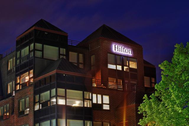 Exterior of the Saratoga Hilton