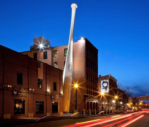 Baseball bat outside the Louisville Slugger Museum