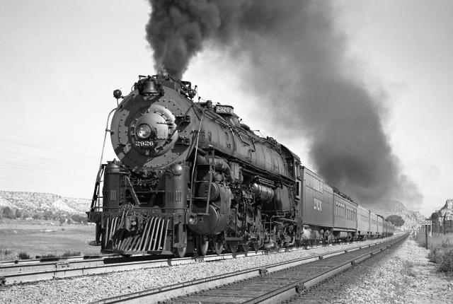 AT&SF 2926 in California pulling the Chief, a passenger train.