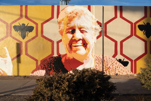 The Honey in the Heartland mural, by Mark Horst.
