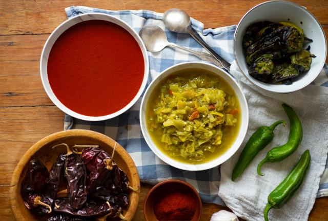 Green Chile Sauce, Red Chile Sauce, The Best from New Mexico Kitchens, New Mexico Magazine, UNM Press