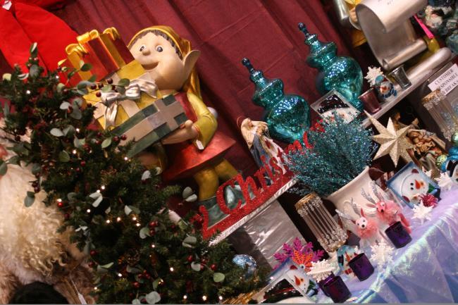 Mistletoe and Moss Shopping Market Christmas