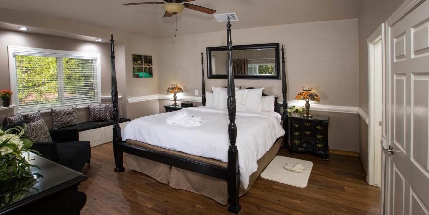 Photo_Credit-Sycamore-Mineral-Springs_West Meadows Bedroom
