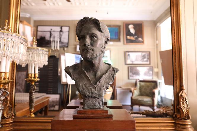 Rick Casali sculpture of a man's bust