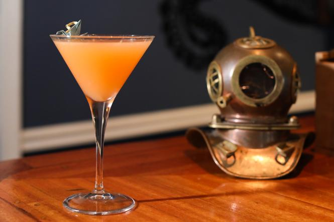 Fear & Loathing Cocktail with diving helmet