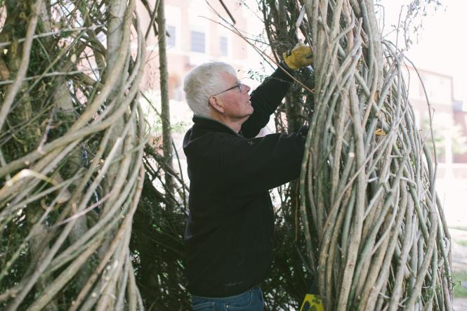 Patrick Dougherty at the Maryland Hall Stickworks installation