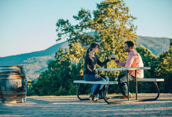 25 Spots With Great Outdoor Patios In Virginia S Blue Ridge