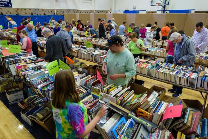 Attendees seek out bargain books from year's past