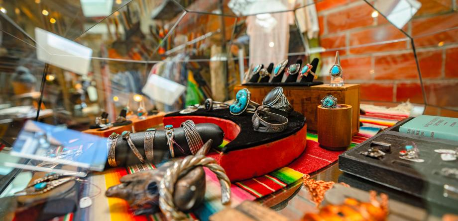 Temescal Alley Shopping - Minds Eye Vintage