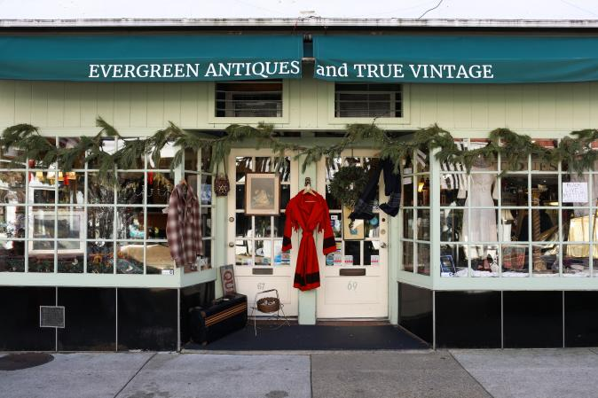Evergreen Antiques and True Vintage exterior.