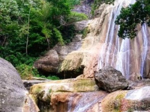 Tacky-Falls