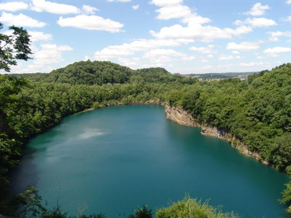 The Pit Viper loop offers hikers a picturesque view overlooking Fort Dickerson Quarry.