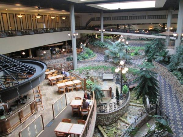 Saskatoon Inn Garden Court Cafe