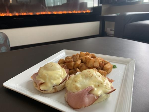 HI Downtown breakfast in room