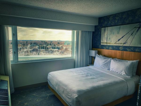 Delta Downtown guest room