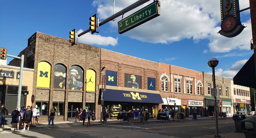 M Den State Street District