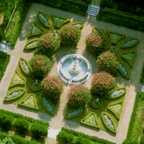 10.) The Elizabethan Gardens