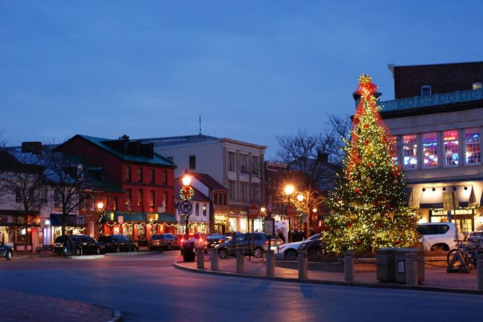 Festive-Events-for-a-Historic-Holiday-Season-4