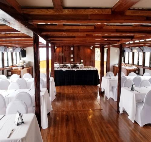 Dutch Apple Cruise Wedding
