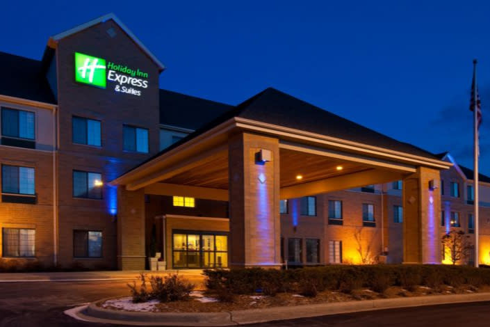 Holiday Inn Express & Suites outside at dusk