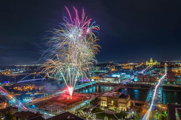 Catch Des Moines - Downtown Des Moines Fireworks