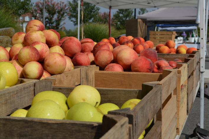 Apples in wooden boxes at a farmers market