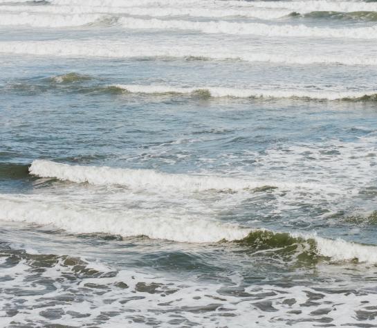 Ocean waves at Teddy's Beach in Portsmouth RI