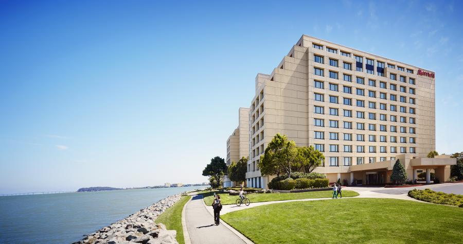 Exterior side view of the SFO Marriott Waterfront hotel.