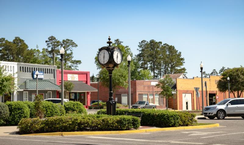 Clock in downtown Loris center